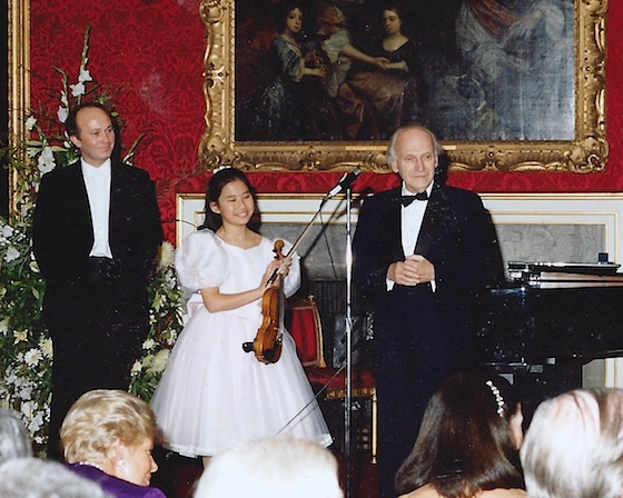 Menuhin with Sarah Chang age 9.jpg