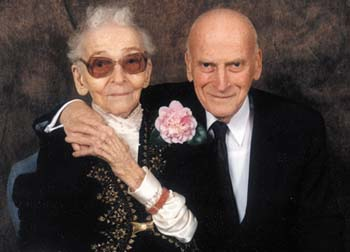 Menuhin with mother 100 birthday_1996.jpg