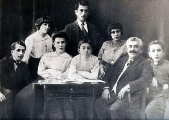 Khachaturian_Family_1913