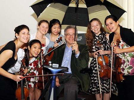 Perlman_53_with students_2009