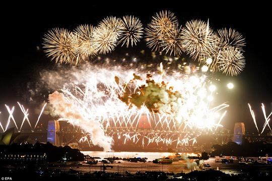 HappyNewYear2010_Sydney_a.jpg
