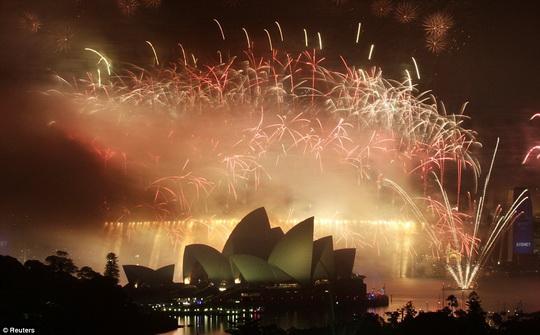 HappyNewYear2010_Sydney_b.jpg