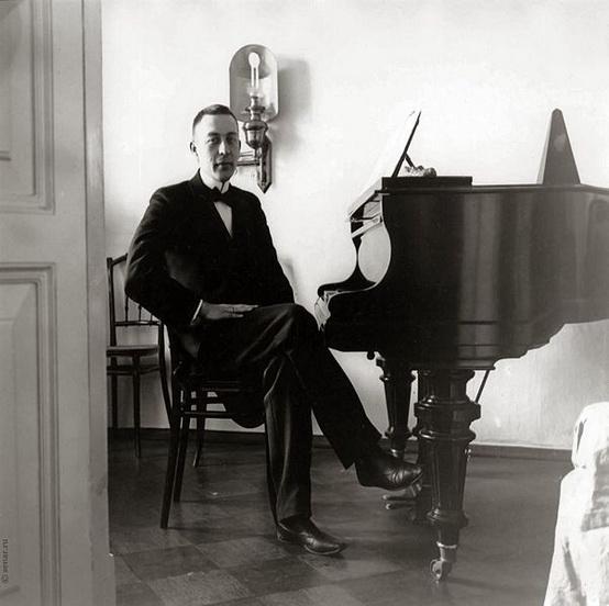 Rachmaninoff_12_1920s.jpg
