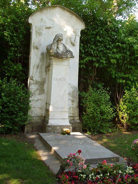 Brahms_1003_Grave.jpg