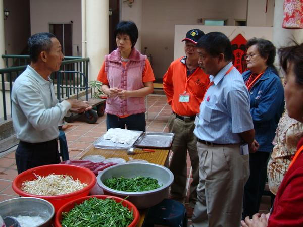 村長說明如何做米其目
