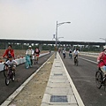 往文化園區的路上,我們騎著單車走~