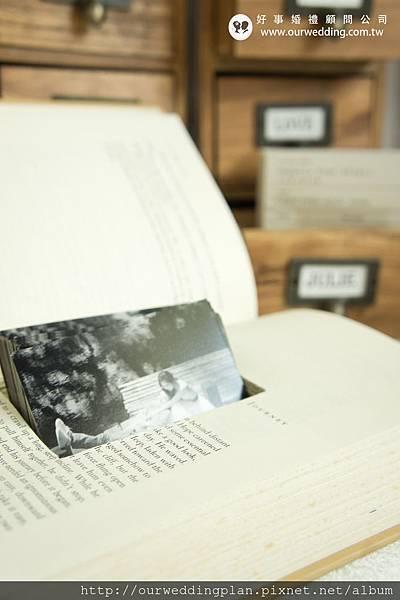 書本挖空謝卡盒.jpg