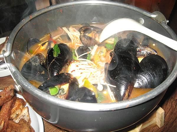 就是這鍋美味香辣海鮮鍋物