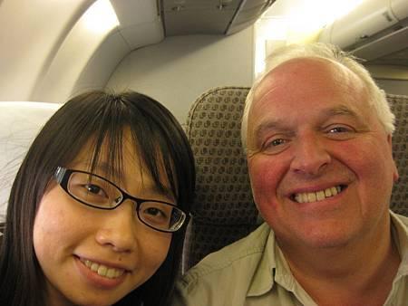 坐我旁邊的先生是位小提琴演奏家!!