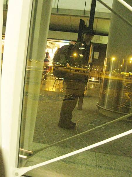 在香港機場 來張全附武裝自拍照