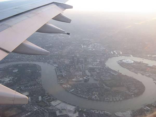 抵達英國 從機上俯瞰泰晤士河