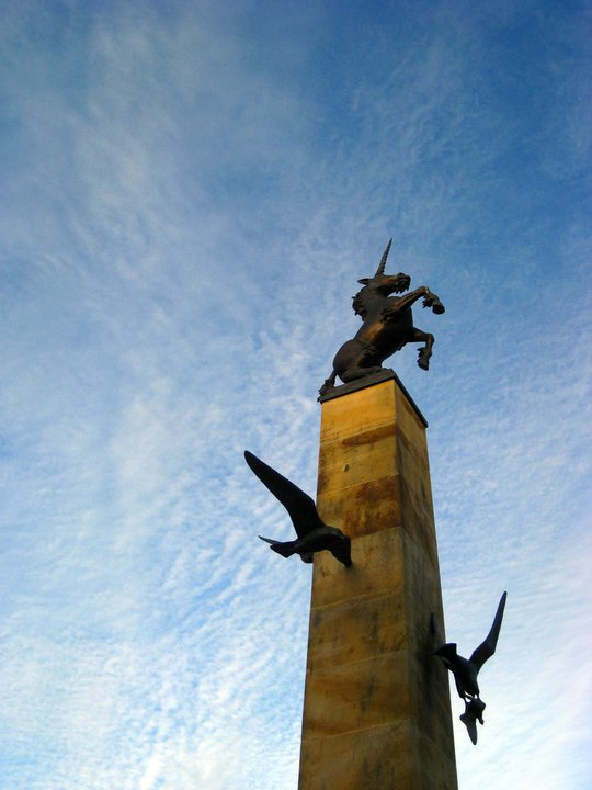 """此為廣場上的獨角獸, Inverness有""""蘇格蘭高原首府""""之稱.又有英女王賦予的""""千年之城""""之譽"""