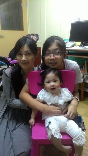 陳俐蓁和她的一對可愛女兒,惟真、惟潔
