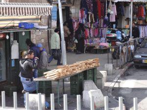 0609 耶路撒冷市集街景03--大餅.JPG