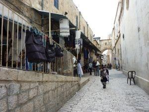 悲苦路-第1站-彼拉多審判主耶穌、耶穌受鞭打之處-安東尼亞堡-現是阿拉伯學校.JPG