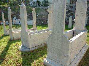 P1150252士每拿古市集旁有鄂圖曼時代的墓園-陳鳳翔攝.JPG