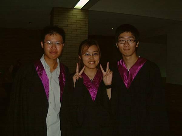 三隻學士服