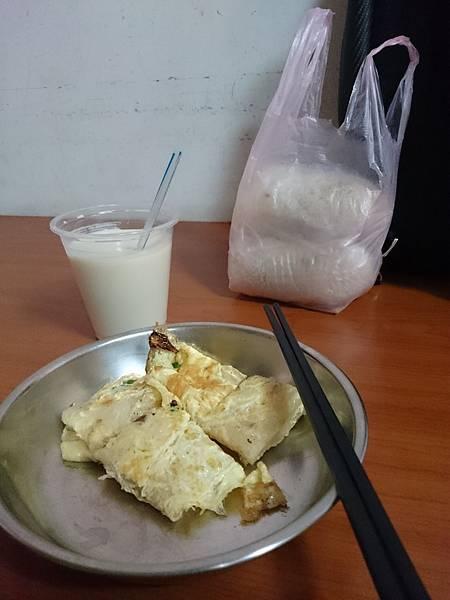 鹹蛋飯糰蛋餅.JPG