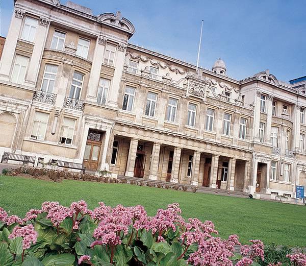 Queens_Building_c_Queen_Mary_University_of _London_692x600.jpg