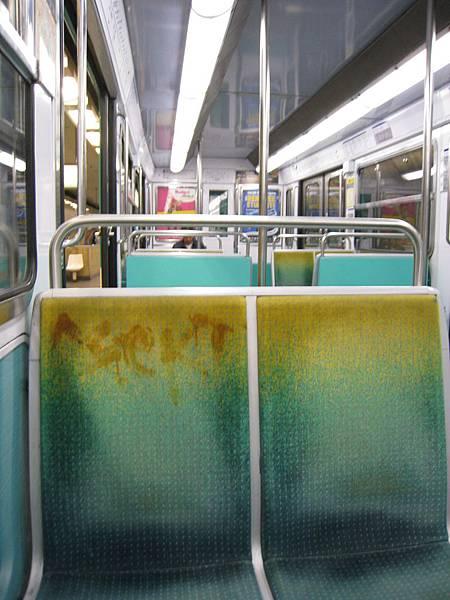 好髒的地鐵