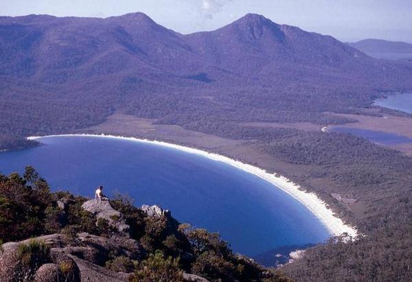 tasmania(wineglass bay).jpg