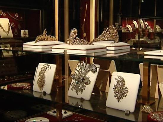 Naderi_throne(Jeweral Museum7.jpg