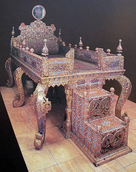 Naderi_throne(Jeweral Museum6.jpg