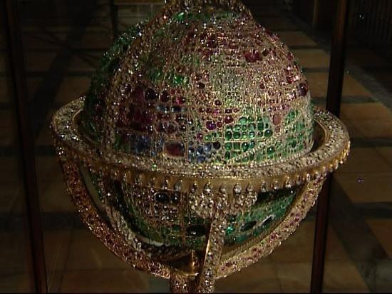 Naderi_throne(Jeweral Museum5.jpg
