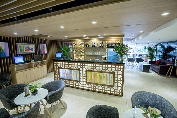 AVANTI-HOTEL(Lobby rest.jpg