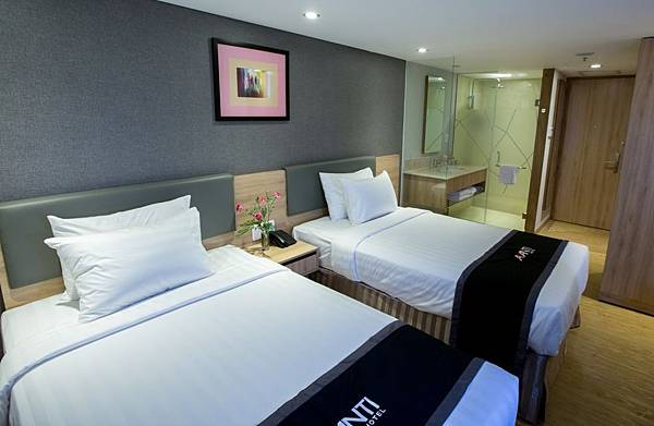 AVANTI-HOTEL-SUPERIOR-TWIN-11.jpg
