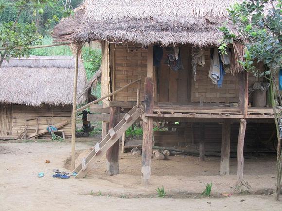 老挝寨子5.jpg
