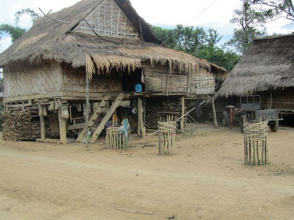 老挝寨子3.jpg