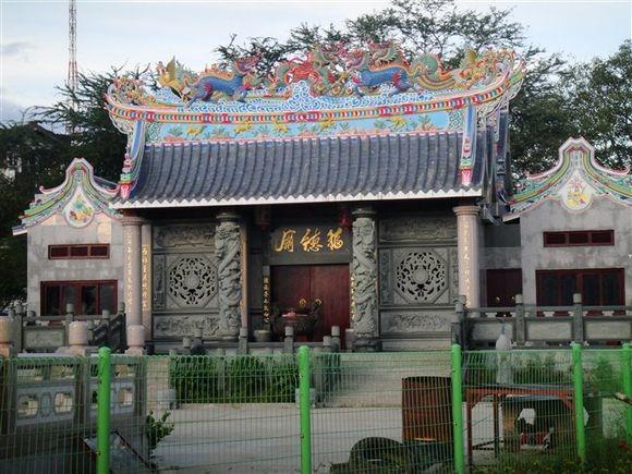 老挝中华理事会修建的华人庙(福德庙)位于湄公河边.jpg