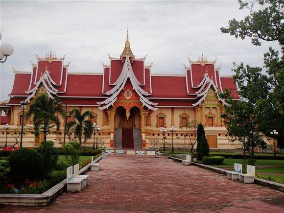 老挝佛教学院.jpg