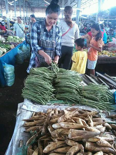 Lao(Market1.jpg
