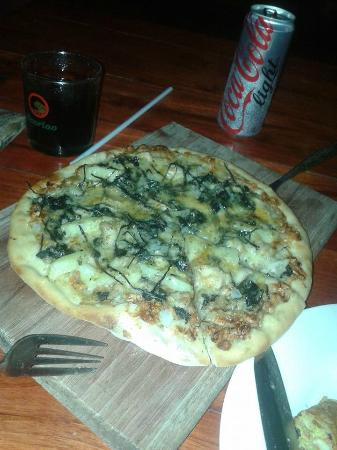 Milan Pizza(Vang Vieng;happy pizza2.jpg