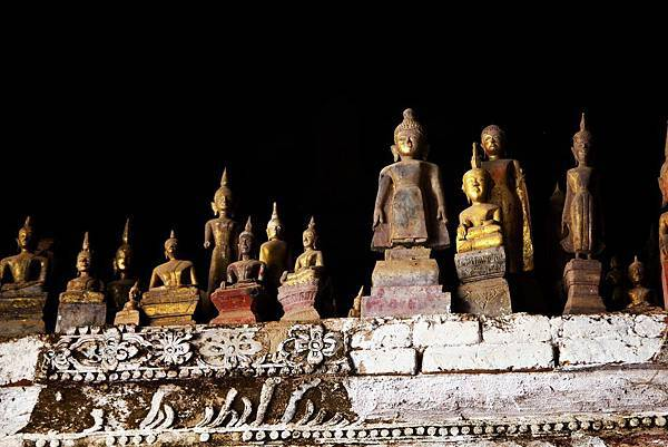 Nave Mekong Cruise (LPQ; Pak Ou Caves4.jpg