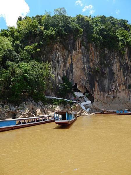 Nave Mekong Cruise (LPQ; Pak Ou Caves2.jpg