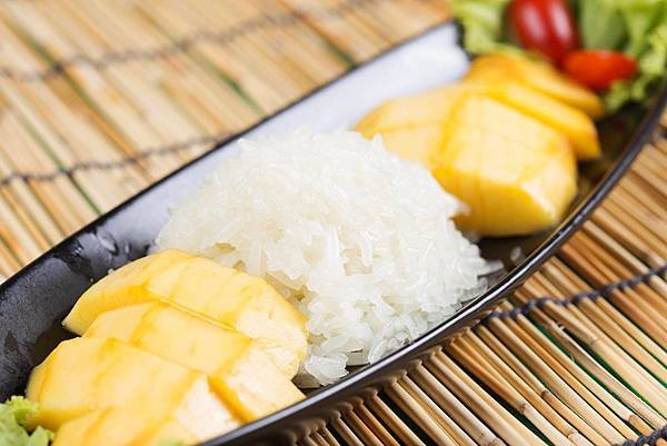 mango with sticky rice.jpg
