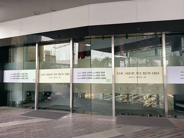 Bloomingdale's,梅西百貨子公司。唯一的海外分店在杜拜 (1).jpg