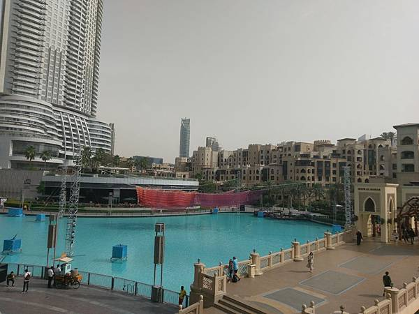 APPLE STORE(DUBAI MALL (2).jpg