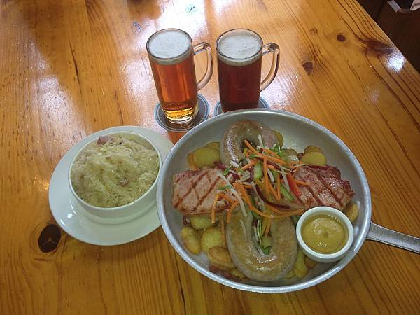 Duckstein Brewery(Swan Valleybrewers pan for two with sour kraut