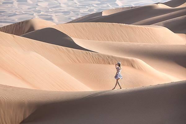 Tilai Liwa Hotel(girl in desert.jpg
