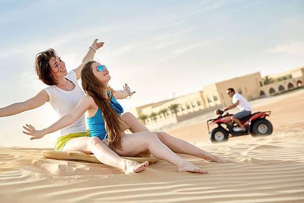 Tilai Liwa Hotel(sand boarding2.jpg