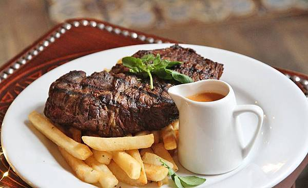 OCCIDENTAL BAR(QUEENS ST,比利時啤酒 $20 half-kilo Angus rump steak. (TUE ONLY.jpg