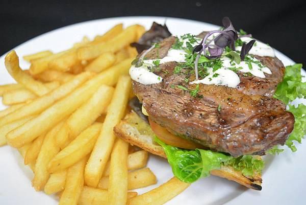 BULLY HAYES REST(AKROA,Ribeye steak sandwich.jpg