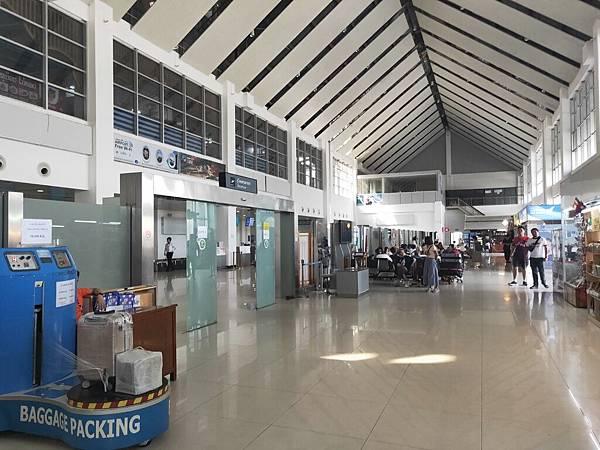 LPQ機場出境 (1)
