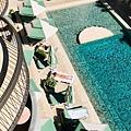 calile hotel(泳池裸女.jpg
