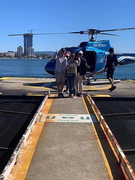 海洋世界(直升機合影.jpg