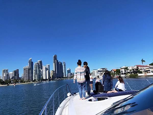CRYSTAL BLUE百萬遊艇(含香檳.水果 (6).jpg